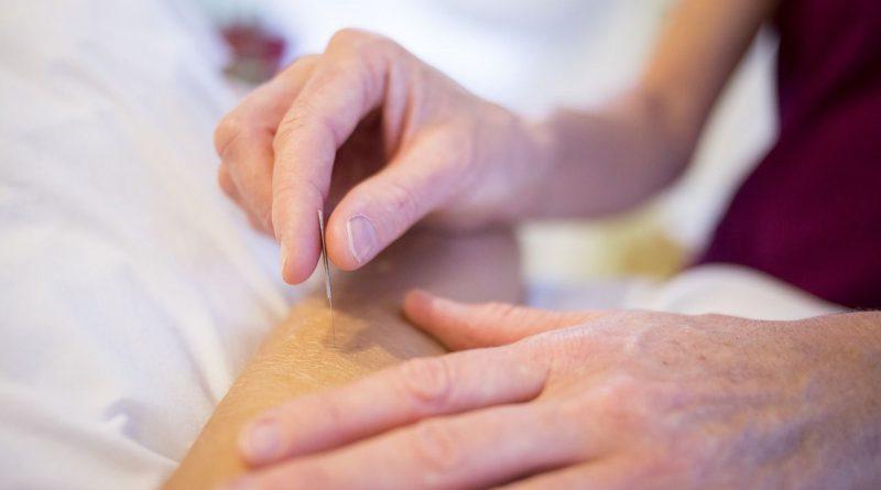 Cara Mengobati Stroke dengan Terapi Tusuk Jarum di Larangan
